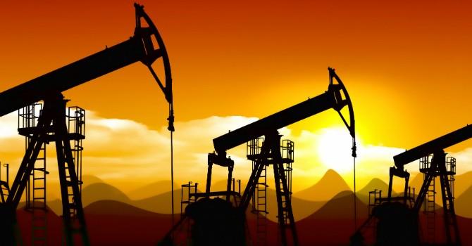 """Giá dầu khép lại một năm """"buồn"""" với mức giảm 31%"""