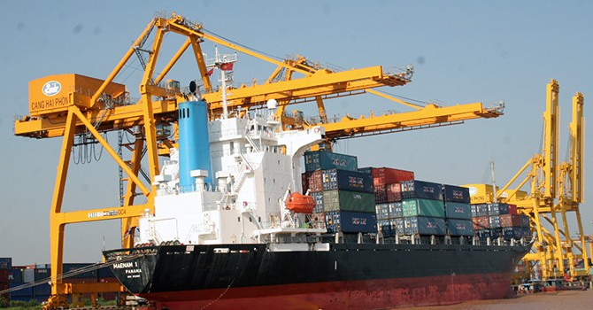 Foreign Firms in Vietnam Post Trade Surplus of $13.33 Billion in 2015, Says Customs