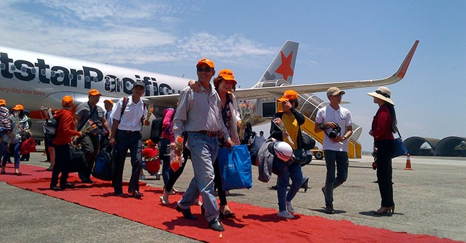 Foreign Investors May Join Vietnam Firm in $1 Billion Airport Upgrade Project