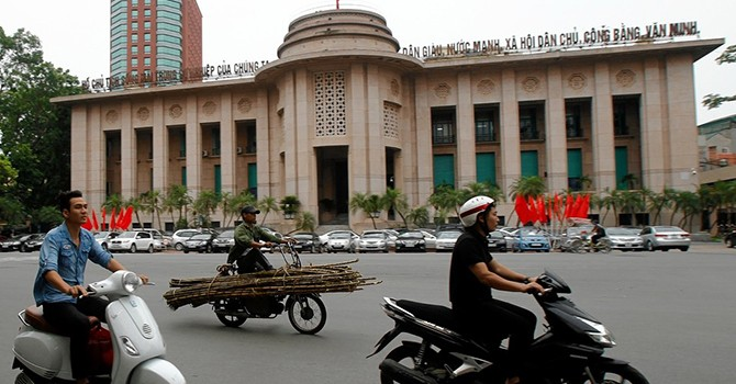[Chart] Total Assets of Banks in Vietnam Slide to $323.8 Billion