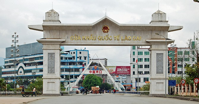 Vietnam's Trade Deficit with China Dwindles to $6.5 Billion in Q1
