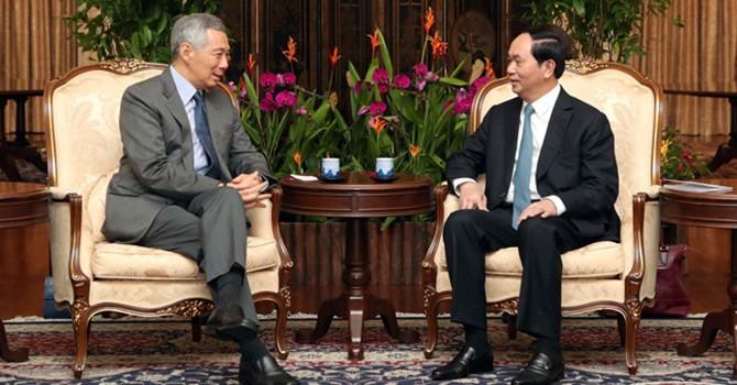 [Round-up] President Encourages Singapore Investors, EU Helps Vietnam Lift Economic Governance