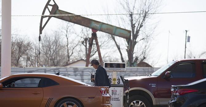 Tồn kho Mỹ giảm đẩy giá dầu leo dốc 5 phiên liên tiếp