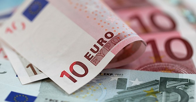 """Tín hiệu """"bẻ lái"""" chính sách đẩy đồng USD lùi về đáy 12 tháng so với đồng euro"""