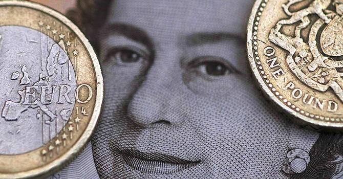 Bảng Anh giảm giá khi đàm phán Brexit tiếp tục, đồng USD đi ngang