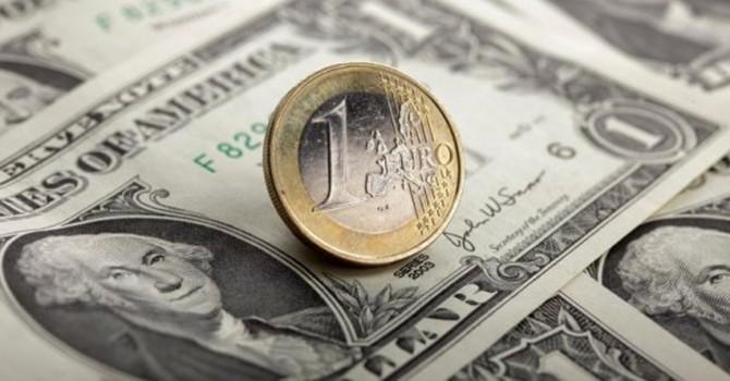 Đồng USD lấy lại sức, lên đỉnh 4 tháng so với đồng euro