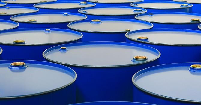 """Tồn kho Mỹ bất ngờ tăng, giá dầu """"cài số lùi"""""""