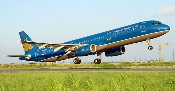 Vietnam National Carrier to Sell Additional Stakes to Foreign Investors