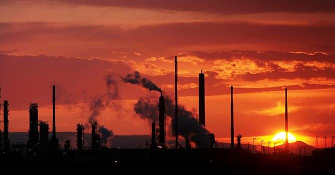 Giá dầu trụ đỉnh 3 năm sau số liệu tồn kho, sản lượng Mỹ