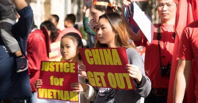 [ẢNH] Người Việt tại Úc biểu tình phản đối Trung Quốc