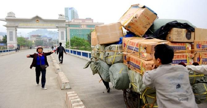 """""""Bóng đè"""" nhập siêu Trung Quốc: 15 năm nữa liệu có thoát?"""