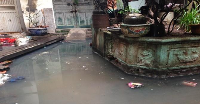 """Kỳ lạ chuyện 60 người dân Hà Nội """"muốn"""" sống cùng nước cống"""
