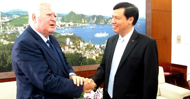 """Chủ tịch Quảng Ninh: """"Kể cả ngày nghỉ, ngoài giờ vẫn phải phục vụ nhà đầu tư"""""""
