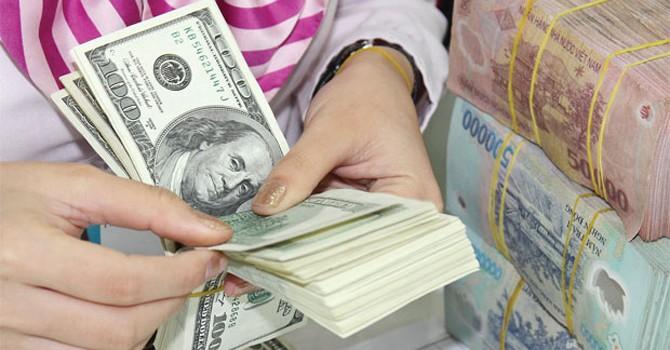 """USD áp trần, NHNN có """"phá giá"""" cam kết của Thống đốc Bình?"""