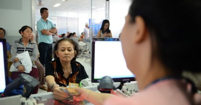 Bệnh nhân trả lương cho bác sĩ: Viện phí sẽ tăng