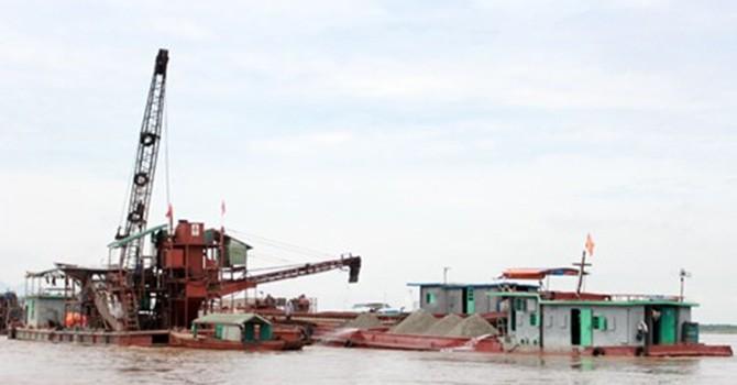 """Phát hiệu dấu hiệu vi phạm của """"tập đoàn"""" khai thác cát trên sông Hồng"""