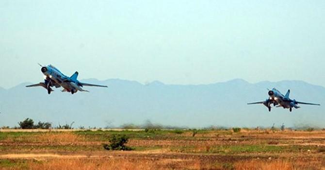 Khoảnh khắc thấy máy bay tiêm kích bom Su-22 rơi xuống biển
