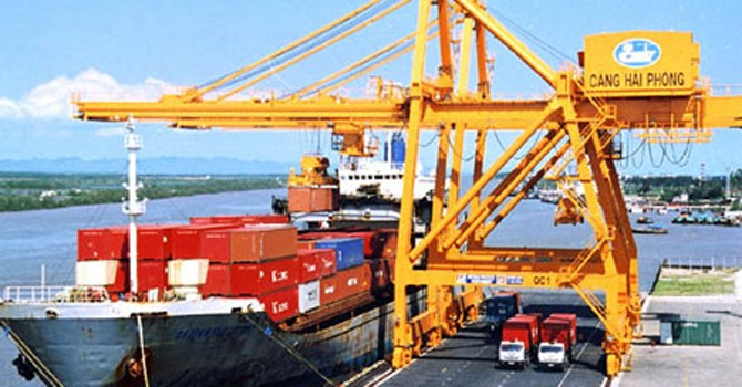 Euro yếu, xuất khẩu chịu áp lực lớn