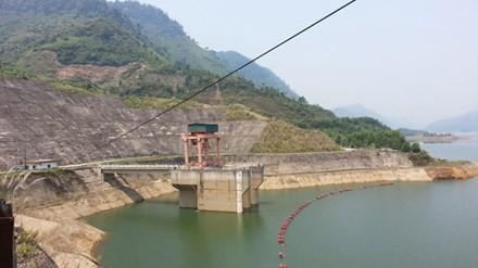 Hồ đập cạn nước, thủy điện lo sốt vó