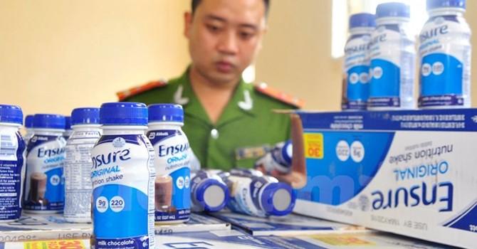 Hà Nội: Bắt giữ lô hàng 27.600 chai sữa Ensure không rõ nguồn gốc
