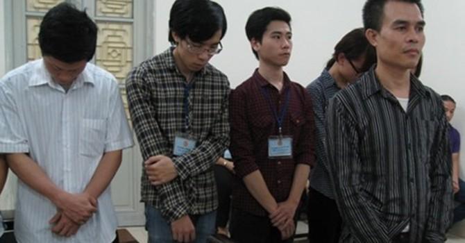 """Cài phần mềm """"gián điệp"""" 14.000 điện thoại ở Việt Nam: 7 bị cáo lĩnh án"""