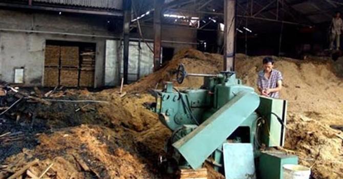 Xưởng gỗ 6.700m2 bốc cháy ngùn ngụt