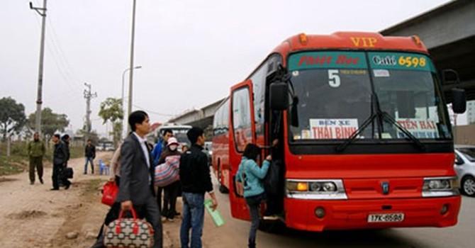Hà Nội: Nhiều nhà xe ngang nhiên dừng, đỗ bắt khách dọc đường