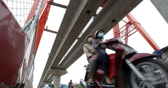 """PGS.TS Trần Chủng: Nhiều công trường toàn lao động """"đội nón, đi dép lê"""""""