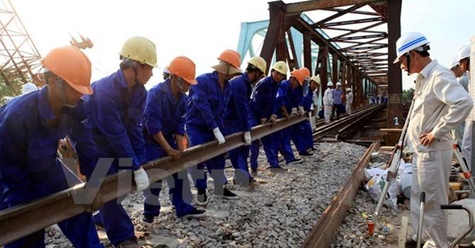 Thay nhịp mới cho cầu Trà Bồng để đảm bảo tốc độ và an toàn tàu Bắc-Nam