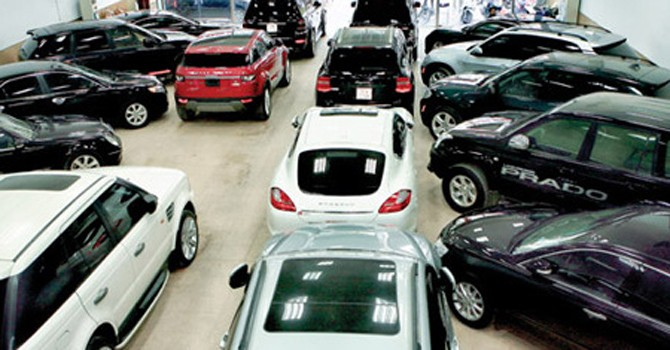 Đổi cách tính thuế ôtô nhập, một mũi tên hai đích ngắm?