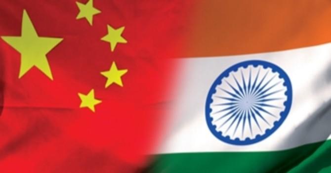 [Infographics] Ấn Độ, Trung Quốc: Hai siêu cường kình địch châu Á
