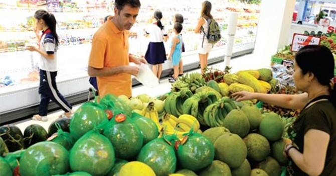 Giá trái cây mùa hè giảm