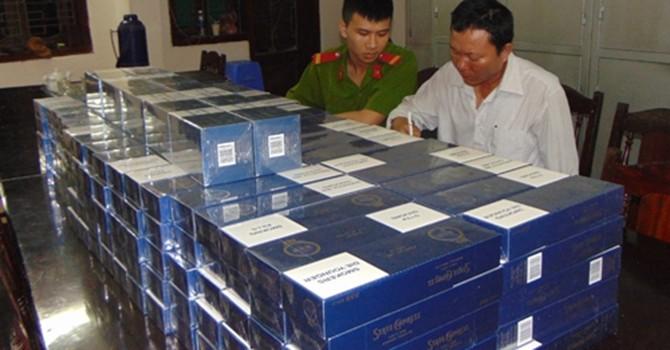 Bắt giữ 2 đối tượng vận chuyển hàng nghìn bao thuốc lá lậu
