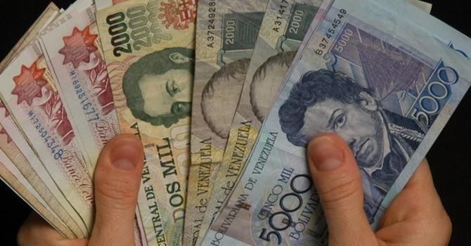 Đồng bolivar mất giá, kinh tế Venezuela cận kề siêu lạm phát