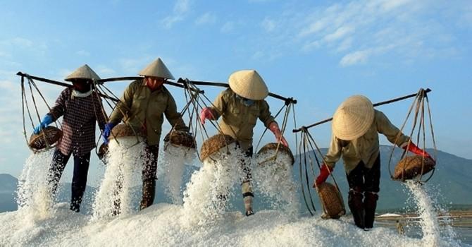 Người Việt tiết kiệm nhất thế giới cụ thể bớt món nào?