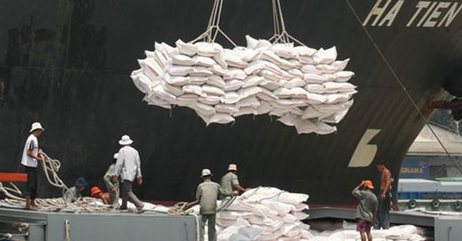 """Doanh nghiệp xuất khẩu gạo Việt Nam: Vẫn loanh quanh """"sân nhà"""""""