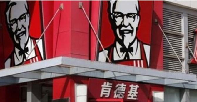 """Tin đồn nhảm """"gà có 6 cánh, 8 chân"""" lan nhanh, KFC đâm đơn kiện ở Trung Quốc"""