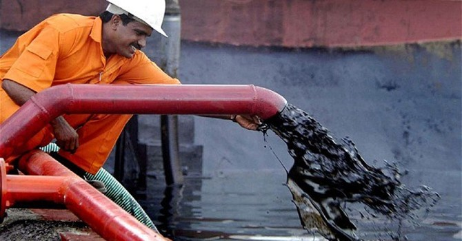 Iran hối thúc OPEC cắt giảm sản lượng dầu mỏ để bình ổn giá