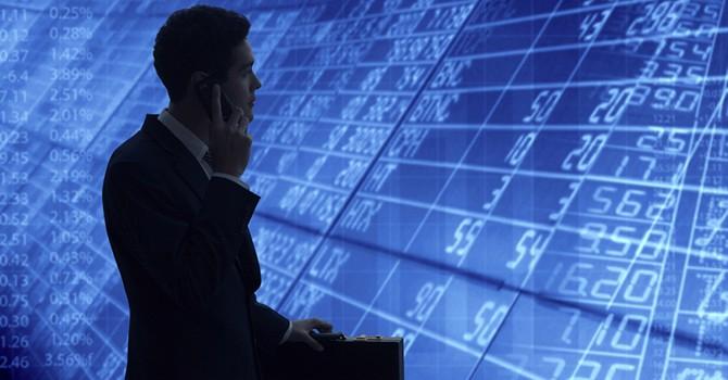 Chứng khoán 24h: Thị trường chứng khoán Việt Nam tụt hậu so với khu vực