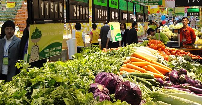 Giá thực phẩm 'nhảy múa': Nông dân được một, thương lái lãi mười