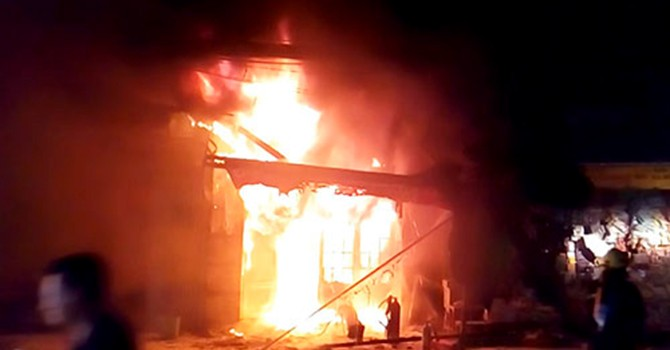 Cháy chung cư ở Sài Gòn, hàng trăm cư dân nháo nhào
