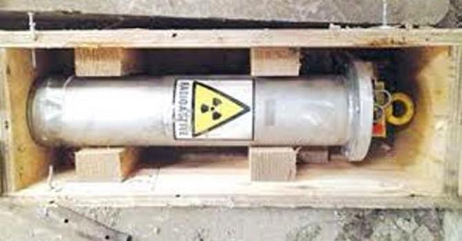 Thiết bị phóng xạ được cất giữ trong két sắt dưới cầu thang!