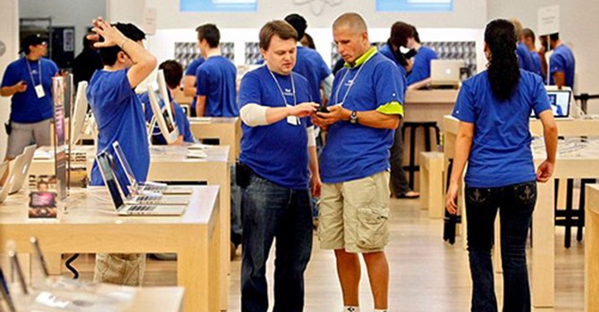 Nhân viên Apple cảm thấy bị đối xử như tội phạm
