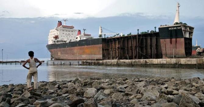 """Sự tàn khốc của nghề """"tỷ phú"""" phá dỡ tàu biển"""