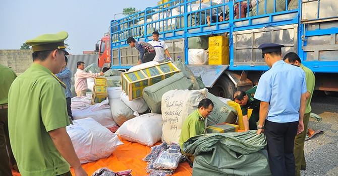 Triệt phá vụ buôn lậu hơn 100 tấn hàng cấm