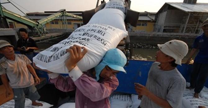 """Xuất khẩu gạo phẩm cấp thấp: Cảnh báo """"sập bẫy"""" Trung Quốc"""