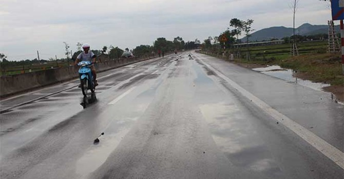 Quốc lộ 1A vừa sửa xong đã lún: Đổ cho nắng nóng là thiếu thuyết phục