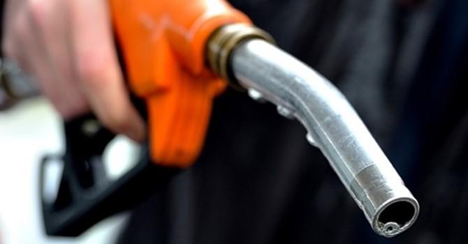 Infographic: 4 mẹo nhỏ giúp tiết kiệm xăng dầu cho ô tô