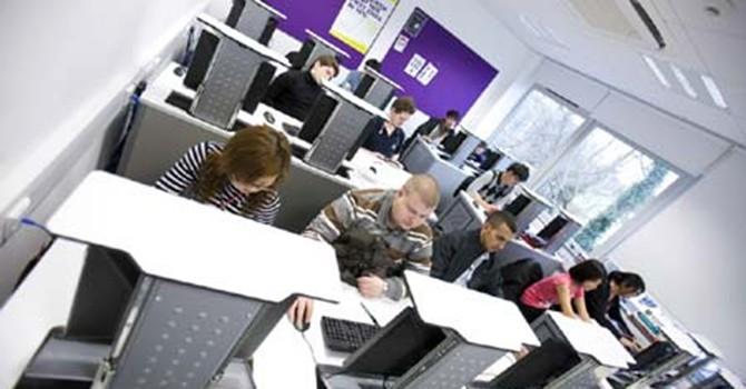 Vì sao 40% sinh viên Việt thất nghiệp?