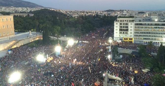 Người Hy Lạp chia rẽ trước trưng cầu dân ý